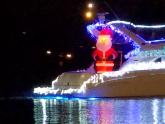 Christmas Boat.Christmas Lighted Boat Parade In Hendersonville Kids Out